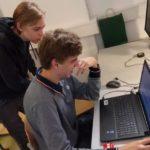 dijaka pri delu z računalnikom