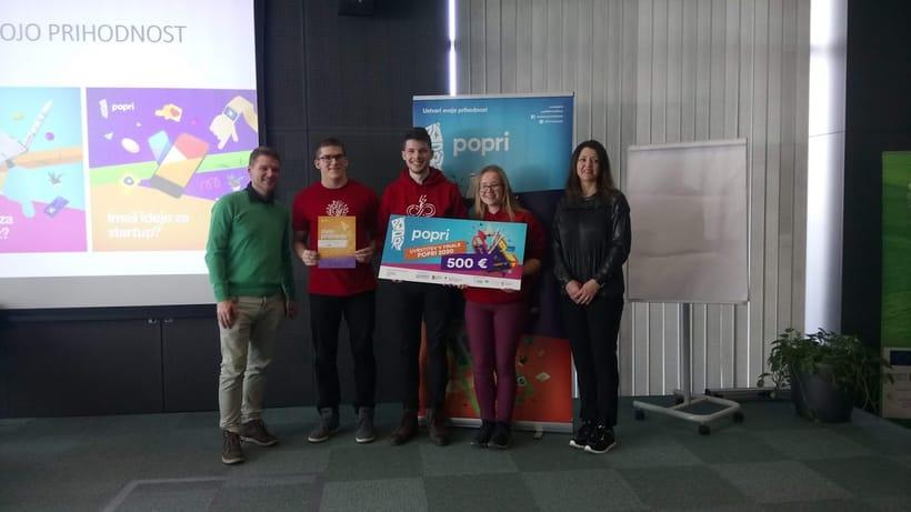 Skupinska slika prejemnikov nagrade Popri 2020