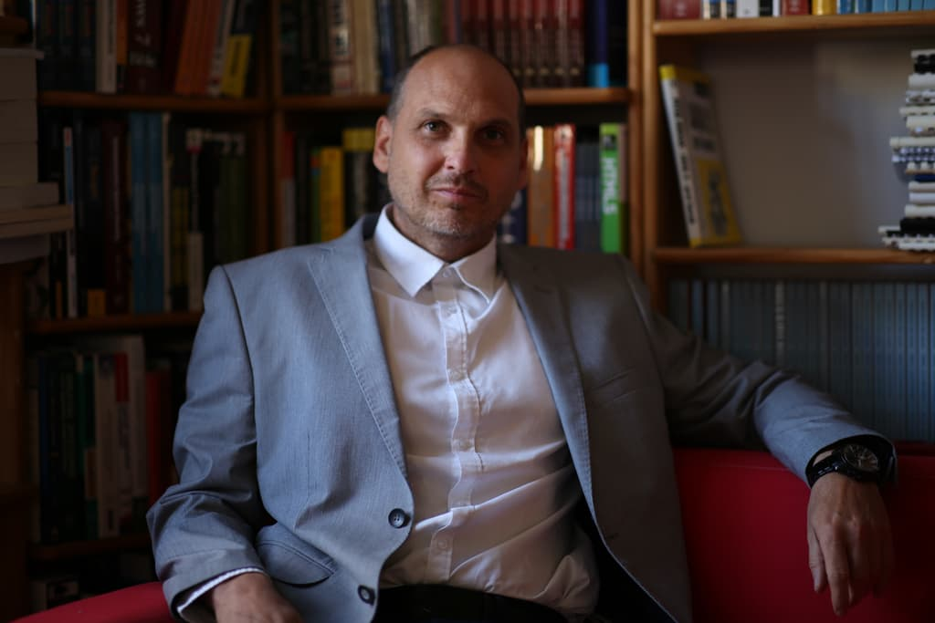 ravnatelj Uroš Breskvar